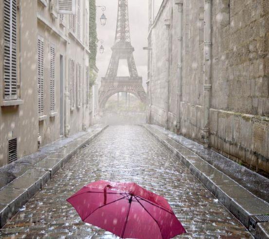 Фотообои красный зонт под дождём в Париже 20766