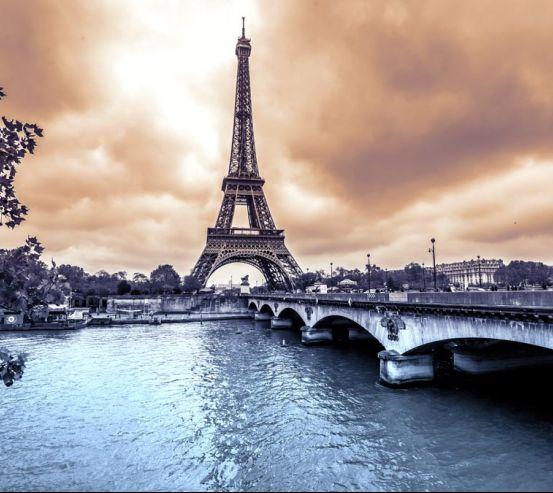 Фотообои темное небо над Парижем 20833