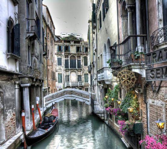 Фотообои Улочка в Венеции 8131