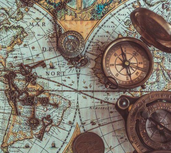 Фотошпалери Стилізована карта з ключами і компасами 21201