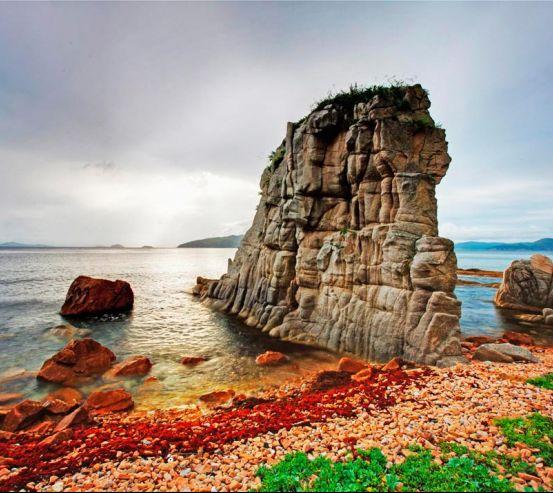Фотообои Маленькая скала, вода 6877
