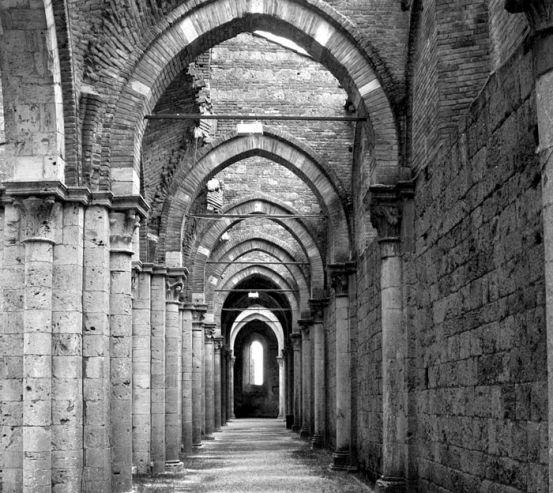 Фотошпалери Старовинний коридор з арками 13766
