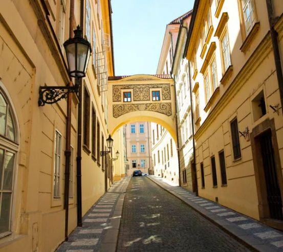 Фотообои Узкая улица старого города 9034