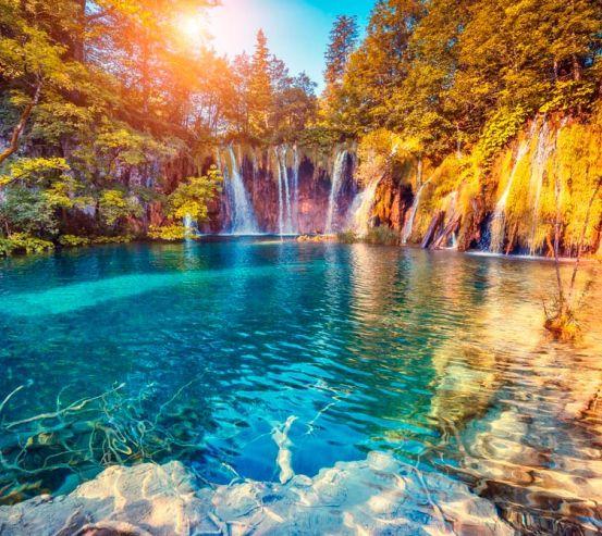 Фотообои Много водопадов, горы 13650
